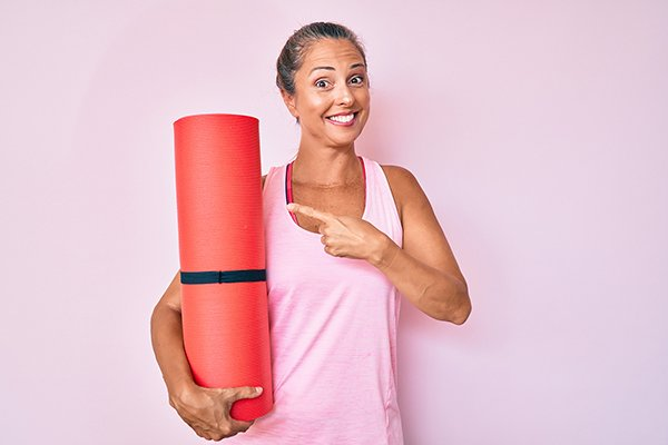 lady with yoga mat